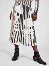 Load image into Gallery viewer, Black and Cream Printed Pleated Skirt - OKIE DUCKY