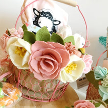 "Load image into Gallery viewer, Heartgrooves Handmade Felt Flower Craft Kit ""Magnolia Rose"""