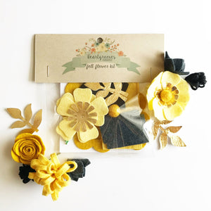 "Heartgrooves Handmade Felt Flower Craft Kit ""Black and Gold Mini"""