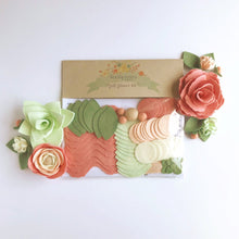 "Load image into Gallery viewer, Heartgrooves Handmade Felt Flower Craft Kit ""Minty Blush Floral Trio"" with Clip Frame Base"