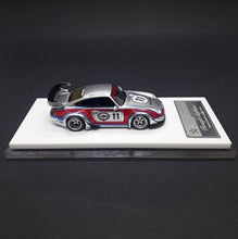 Load image into Gallery viewer, FuelMe Models 1:64 Rauh-Welt Begriff Rough Rythm-Martini