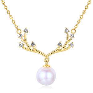 Glimmering Antlers Pearl Necklace