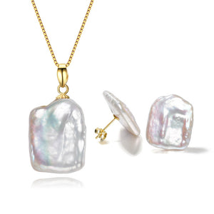 Trendsetting Pearl Earrings & Necklace Gift Set