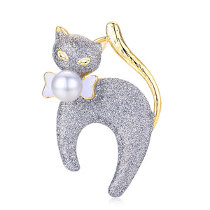 Elegant Kitty Pearl Brooch - Timeless Pearl