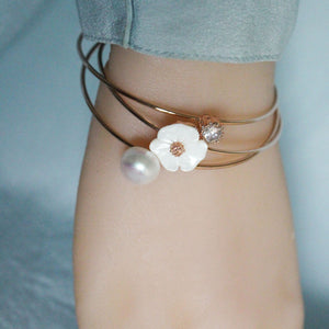 Pearl & Floral Shell Bracelet - Timeless Pearl