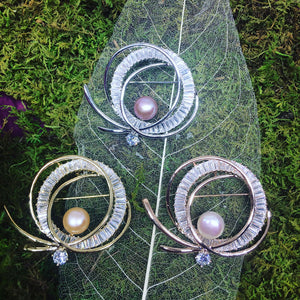 Golden Circles Pearl Brooch - Timeless Pearl