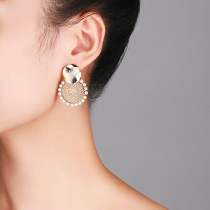 Retro Carved Gold Pearl Earrings - Timeless Pearl