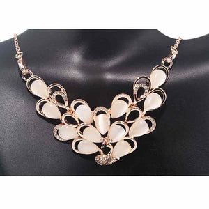 Peacock Pearl Necklace - Timeless Pearl