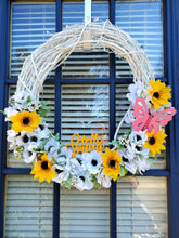 Load image into Gallery viewer, Hello Spring Wreath