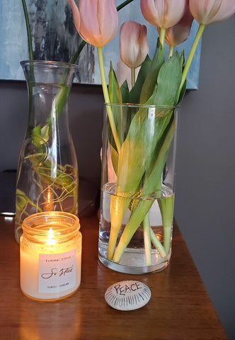 soy summer candle with tulips