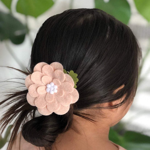 Felt flower barrette / flower clip / felt flowers / flower hair accessories/ little girl hair accessories / hair accessories valentines gift