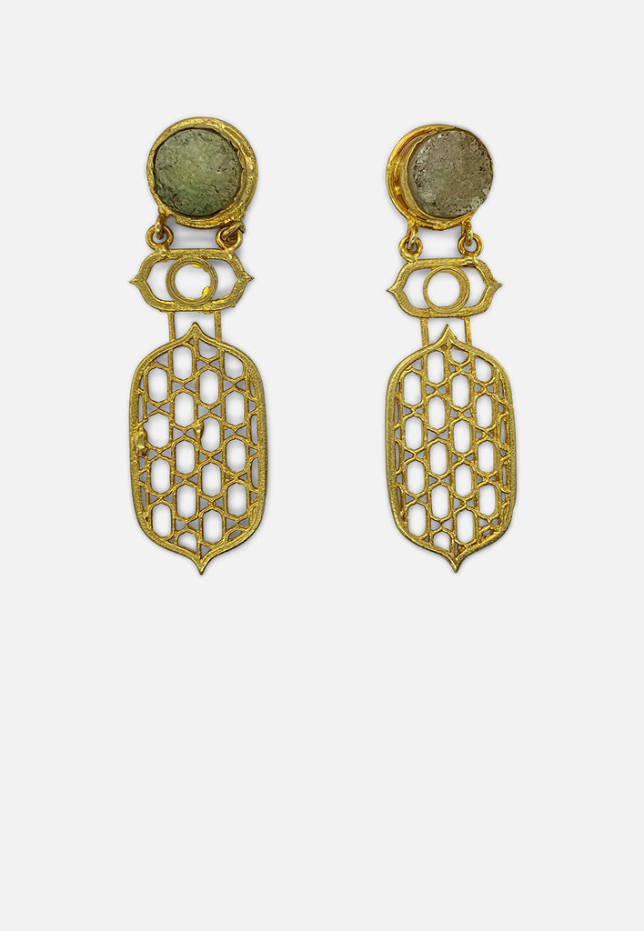 Detailed Earring with Circular Stone