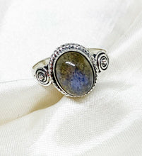 Load image into Gallery viewer, 💍STERLING SILVER 925 💍  Large Oval Handmade Ring w/Labradorite -R/H02