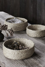 Load image into Gallery viewer, Round Jute Baskets