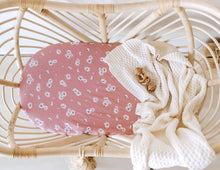 Load image into Gallery viewer, Snuggle Hunny Jersey Bassinet Sheets Daisy and Dusk