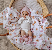 Load image into Gallery viewer, Snuggle Hunny Kids Merino Wool Bonnet and Booties - Pink