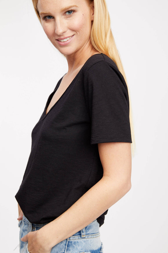 Waterford V-Neck Tee - Black Small