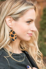 Load image into Gallery viewer, Cheetah print Earrings