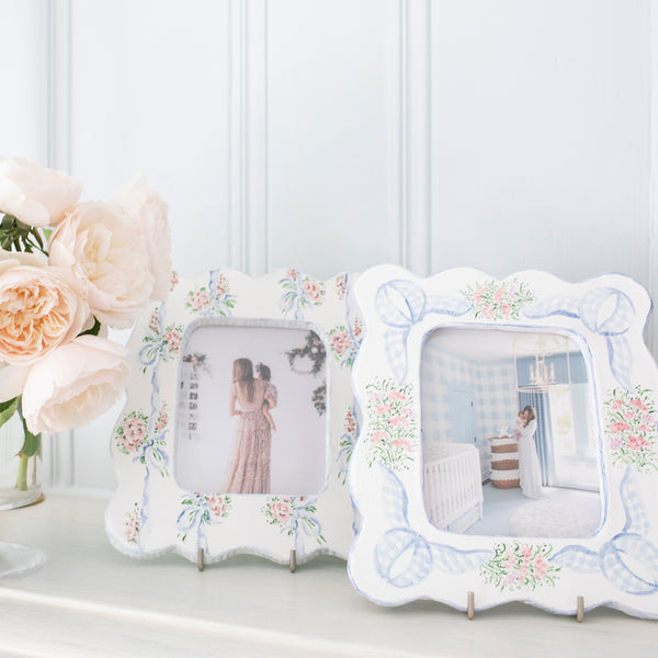 Scalloped Gingham Bouquet Picture Frame