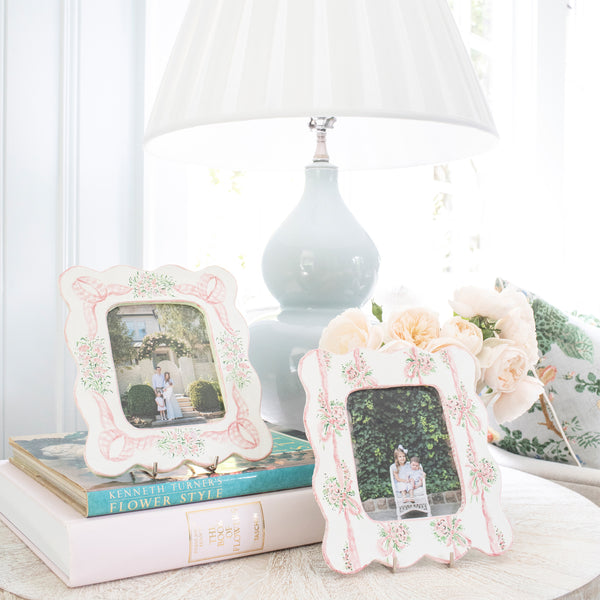 Scalloped Ribbon Bouquet Picture Frame