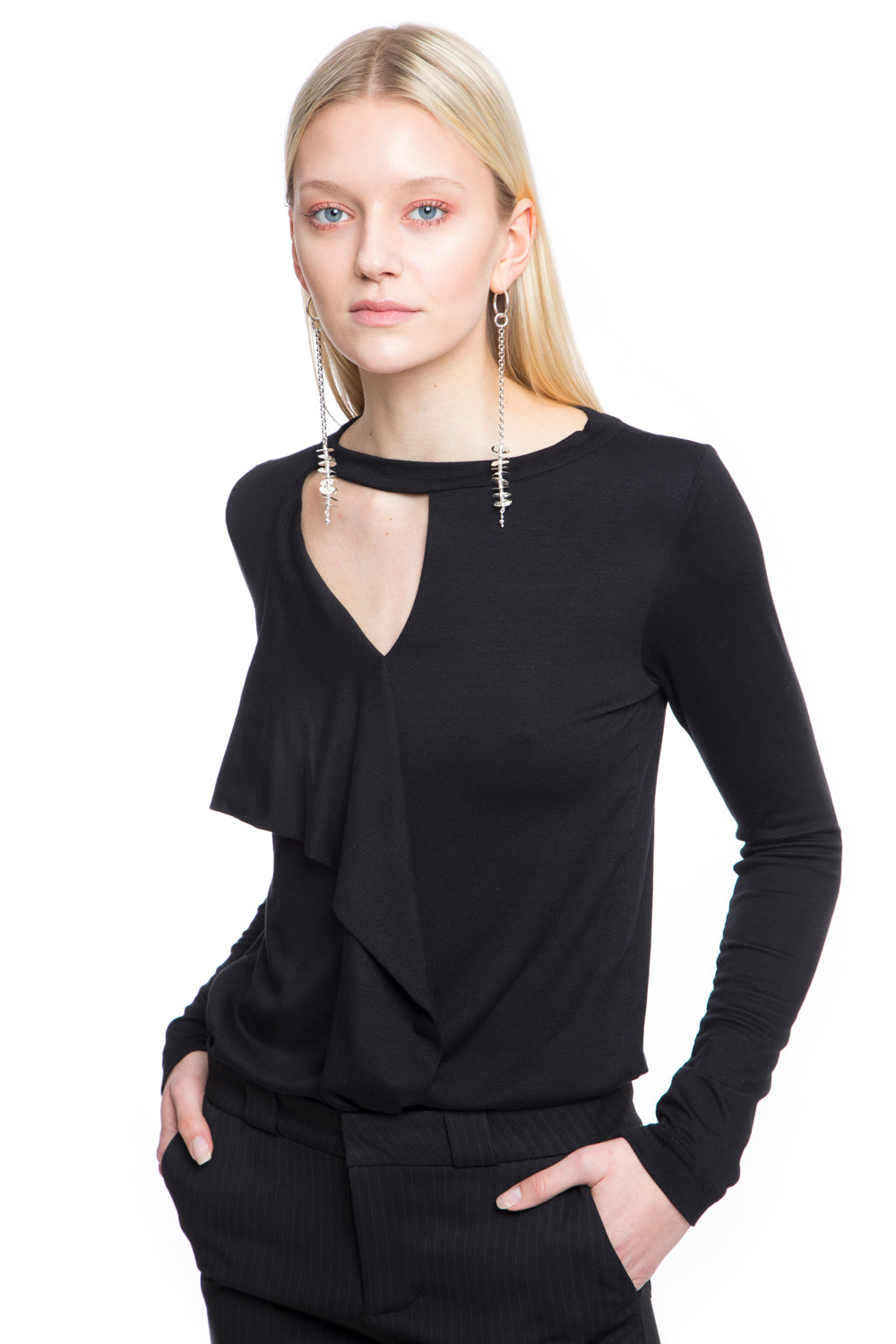 NINObrand long sleeve t-shirt with v-neck and front drape