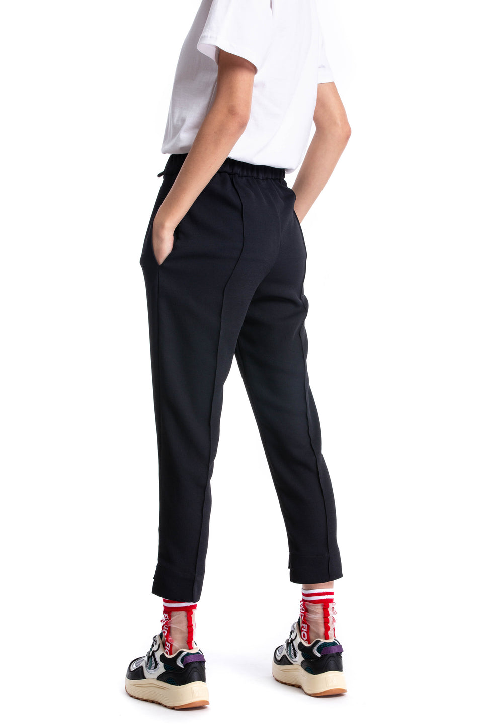 Black ankle Quebec Pants in technical fabric with draw string and pintuck