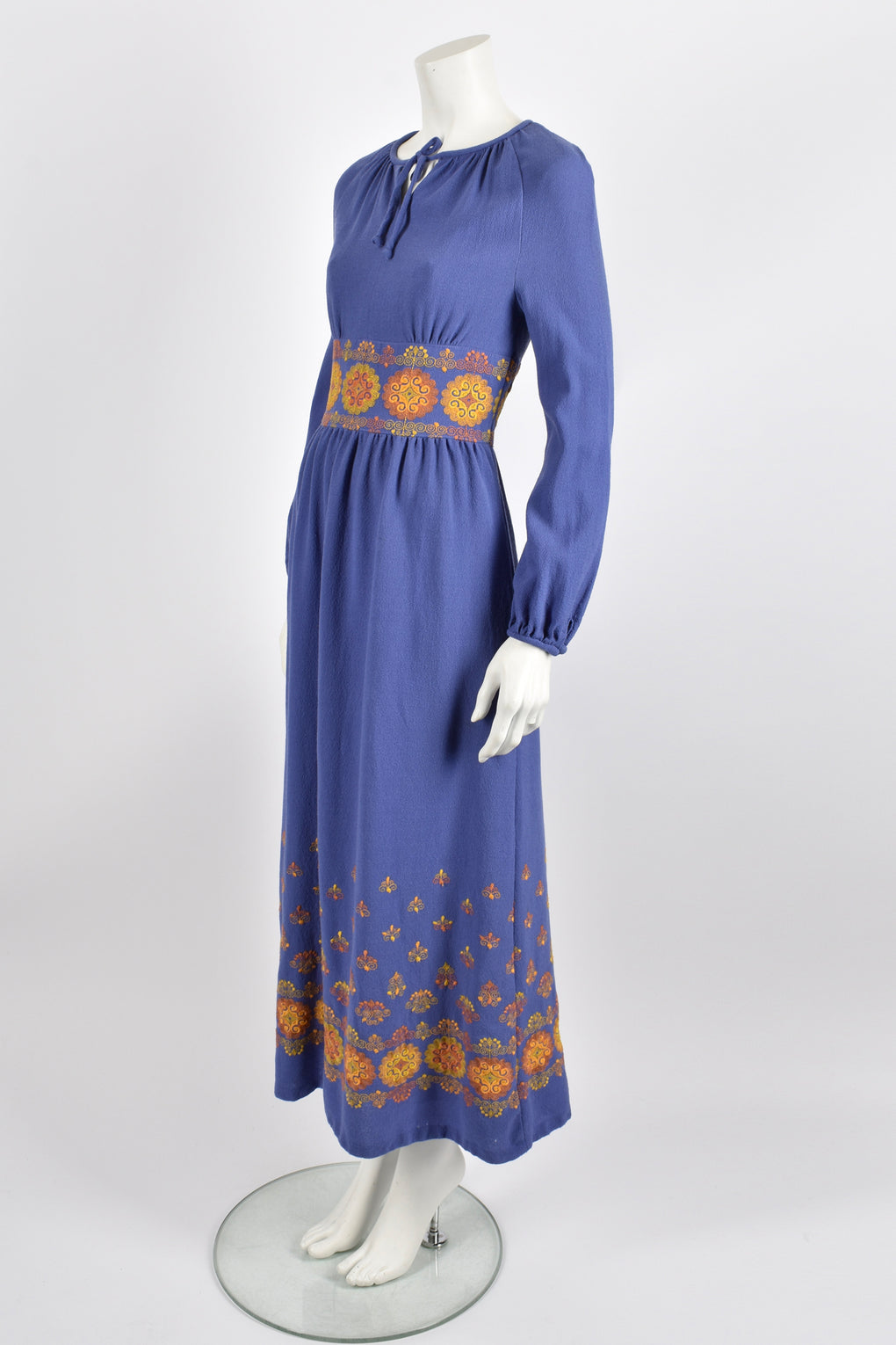 Vintage 70s lilac crepe embroidered dress / M