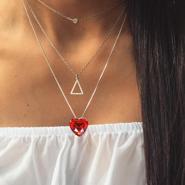 Colliers multicouches à la mode Simple coeur de cristal rouge pour les femmes mode Triangle court Boho superposition pendentifs Chokers Chockers