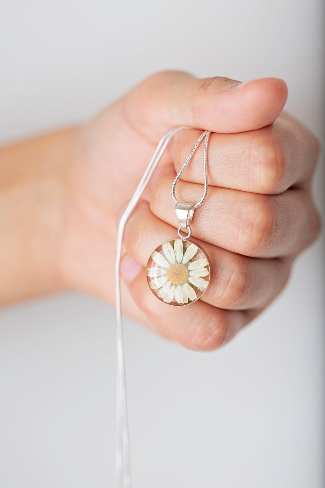 Daisy Flower Small Drop Necklace