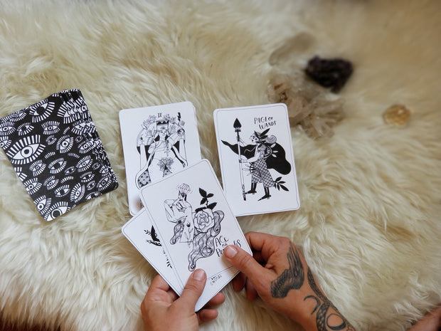 Many Queens Tarot Deck