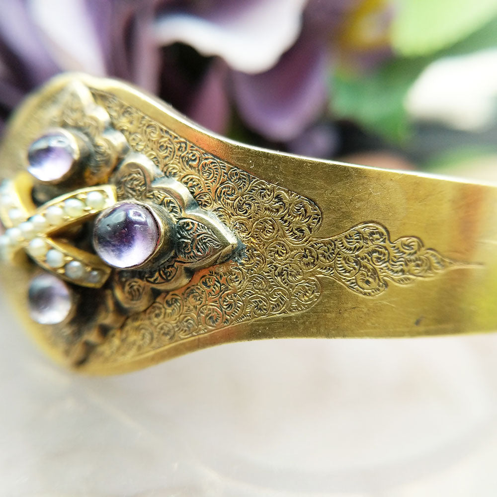 intricate engraved pattern to bangle front