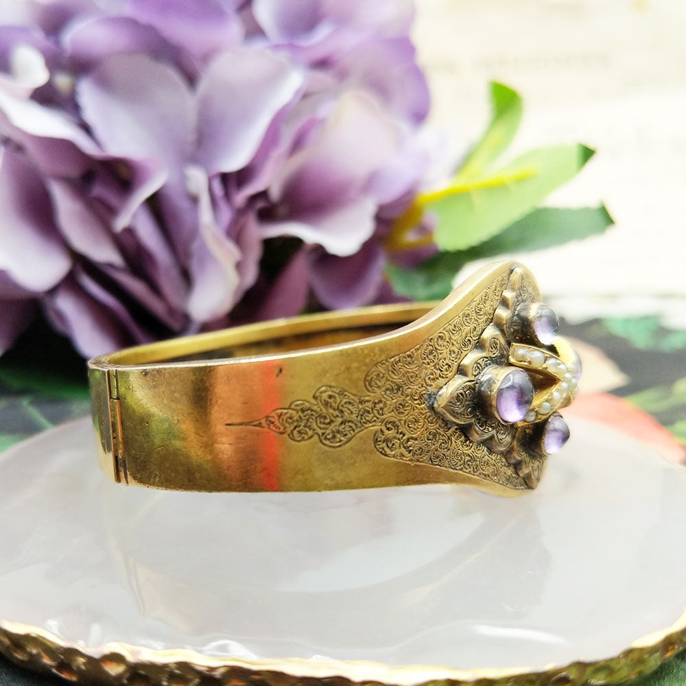 hinged side view of antique 18ct gold bangle