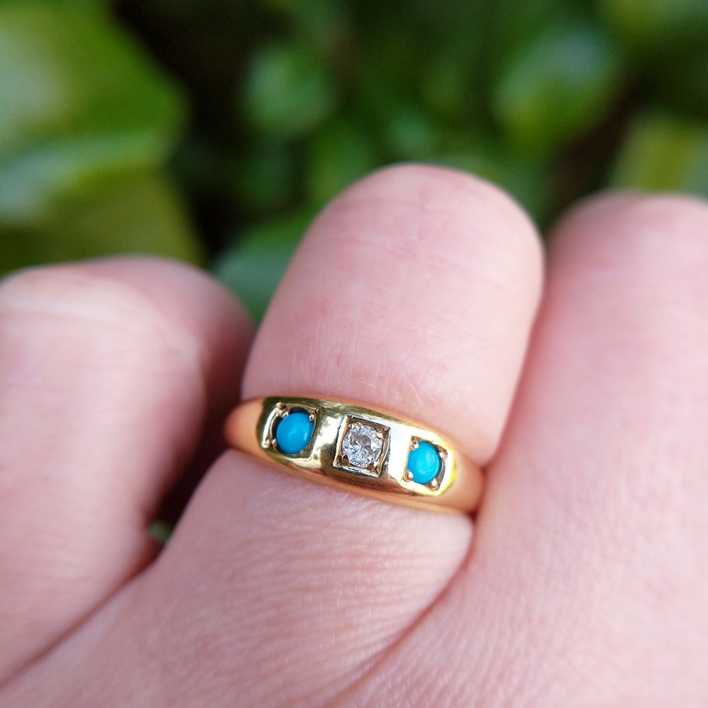 vintage 18ct gold gypsy ring on finger