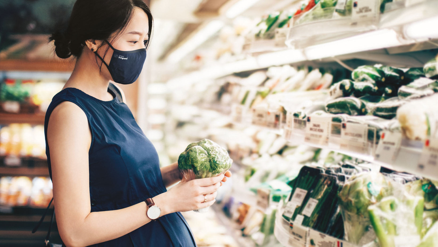 Livinguard mask worn by pregnant woman in supermarket Lateral