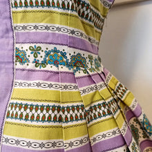 Carica l'immagine nel visualizzatore di Gallery, 1950s - Sweet Purple Lime Springtime Cotton Dress - W28 (72cm)