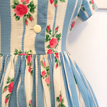 Load image into Gallery viewer, 1950s - Adorable Roses Print Cotton Thread Dress - W28 (72cm)