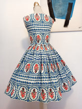 Load image into Gallery viewer, 1950s - Spectacular Novelty Print Vase Roses Dress - W24 (60cm)