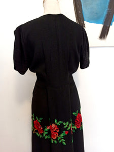 1930s 1940s - Stunning Black Embroidery Roses Crepe Dress - W31 (79cm)