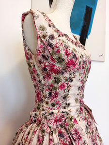 1950s - Dolly Day, London - Stunning Rayon Silk Floral Dress - W25 (64cm)