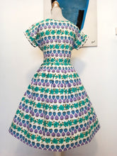 Carica l'immagine nel visualizzatore di Gallery, 1950s - Adorable Purple Strawberies Cotton Dress - W28 (72cm)