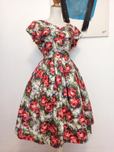 Load image into Gallery viewer, 1950s - Stunning Roses Print Silky Cotton Dress - W28.5 (72cm)