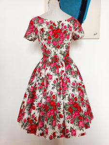 1950s - Stunning Red Roses Day Dress - W25 (64cm)