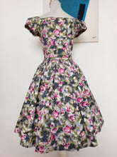 Load image into Gallery viewer, 1940s 1950s - Adorable Puff Shoulders Floral Dress - W28 (70cm)