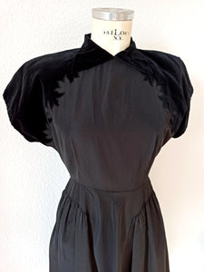 1930s 1940s - Fabulous Black Soft Taffeta Velvet Dress - W27 (69cm)