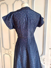 Charger l'image dans la galerie, 1940s 1950s - Rare Perforated Taffeta Printed Dress - W32 (82cm)