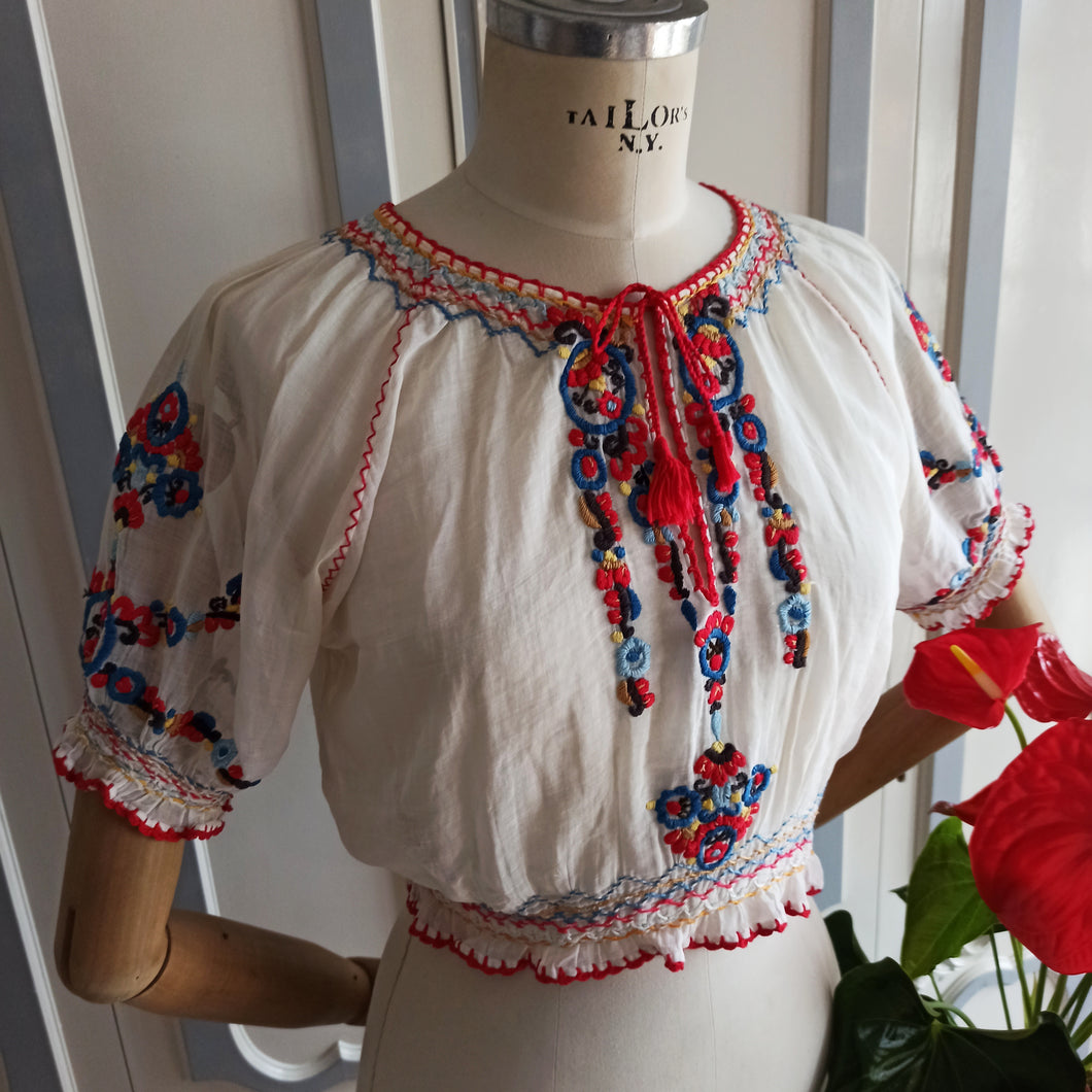 1930s - Gorgeous Hungarian Handembroidery Blouse - W24 to 31