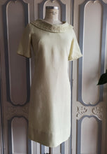 Load image into Gallery viewer, 1960s - Gorgeous Elegant Pale Lime Linen Dress - W31 (78cm)