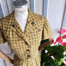 Load image into Gallery viewer, 1940s 1950s - Pretty Olive Green Mustard Cotton Day Dress - W35 (90cm)
