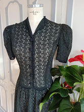 Laden Sie das Bild in den Galerie-Viewer, 1930s - Spectacular Puff Shoulders Black Cotton Lace Dress - W30 (76cm)