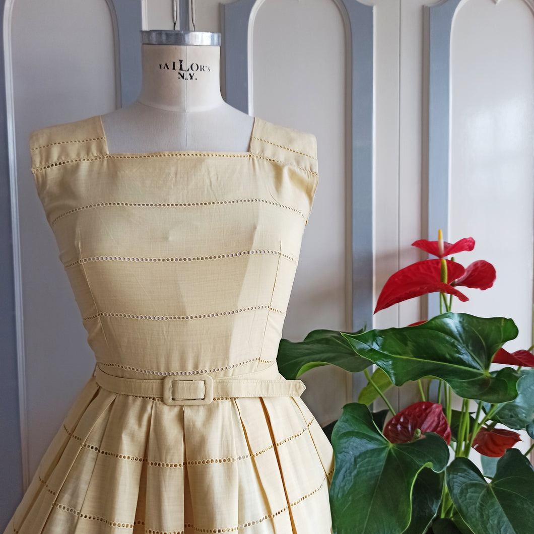 1950s - Adorable Cream Embroidery Cotton Day Dress - W28 (72cm)